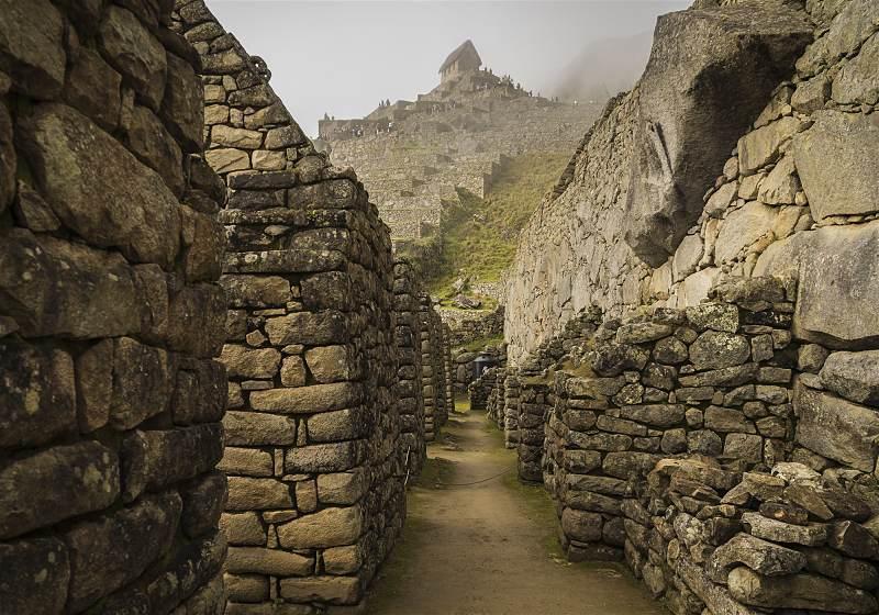 corredor nas ruínas de machu picchu