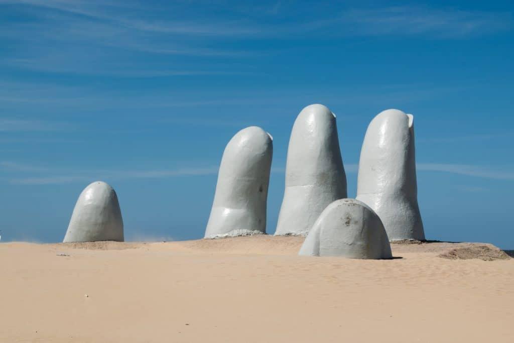 Monumento La Mano, em Punta del Este, Uruguai.