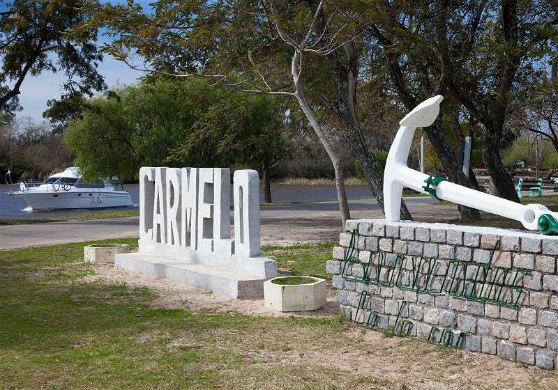 monumento letreiro carmelo em uruguai