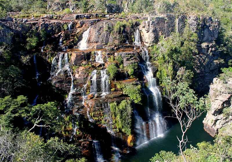 vista aérea de cachoeira almecegas I com vegetação ao redor e rio